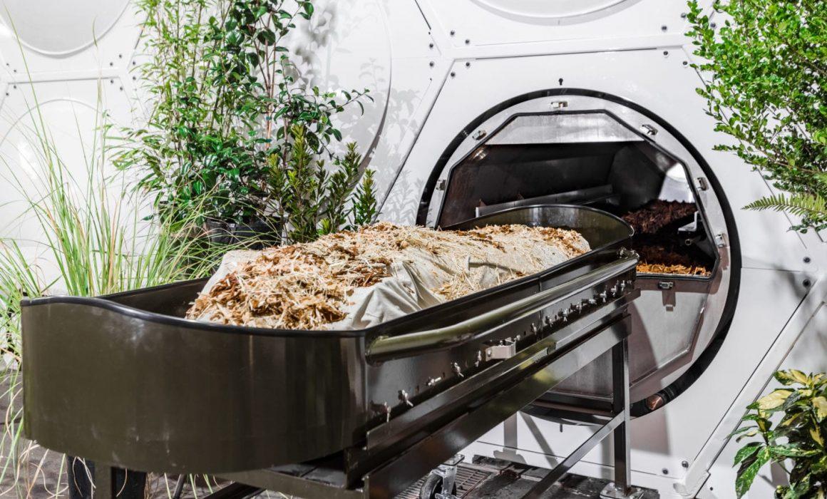 Recompose, pierwszy dom pogrzebowy specjalizujacy się w kompostawaniu martwego ciała i tworzeniu życiodajnej gleby. Forma naturalnego pochówku, zielonego pogrzebu.